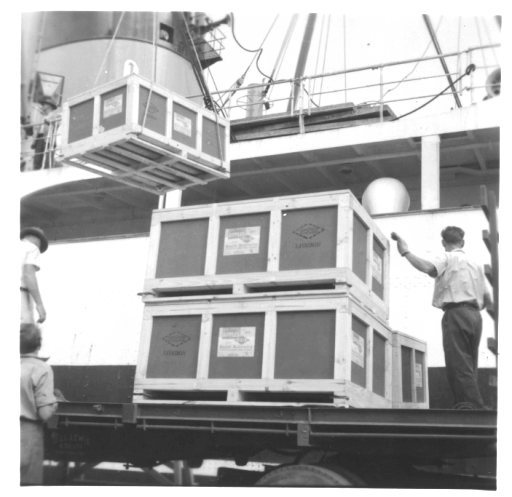 Trial loading of export bulk bins of Cleopatra apples at Port Adelaide March 1967.